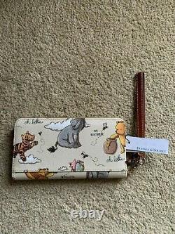 2020 Disney Parks Winnie The Pooh Wristlet Wallet Dooney & Bourke In Stock. BNWT