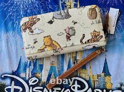 2020 Disney Parks Winnie The Pooh Wristlet Wallet Dooney & Bourke New Actual C