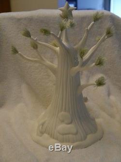 Dept 56 Snowbabies A VERY POOH CHRISTMAS Porcelain Winnie the Pooh Tree NIB