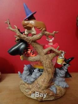 Disney Store Winnie the Pooh Halloween witches snowglobe Eeyore, Tigger, Piglet