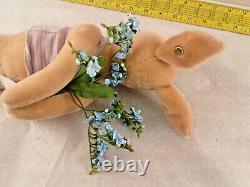 Steiff Disney Classic Winnie the Pooh Piglet Flowers Plush 662324 2006 550/1500