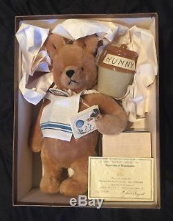 Vintage R. John Wright Winnie The Pooh With Hunny Pot 1988, No. 705