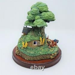 WDCC Enchanted Places Winnie The Pooh & The Honey Tree Poohs House + 5 Minis