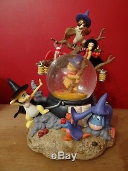 Disney Store Winnie L'ourson Sorcières D'halloween Snowglobe Bourriquet, Tigrou, Porcelet