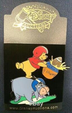 Disney Ventes Aux Enchères Black Artist Proof Pooh & Bourriquet Football Pin De 2005 Le 1