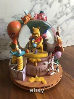 Disney Winnie L'ourson Snowglobe Avec Musique Et Heffalumps Woozles Shepard Milne