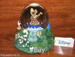 Disney's Stores 1996 Winnie L'ourson Music Box & Snowglobe La Pluie Est Tombée