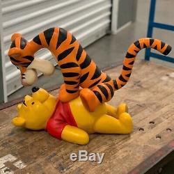 Grande Figurine Disney De Winnie L'ourson Et La Statue De Tigrou